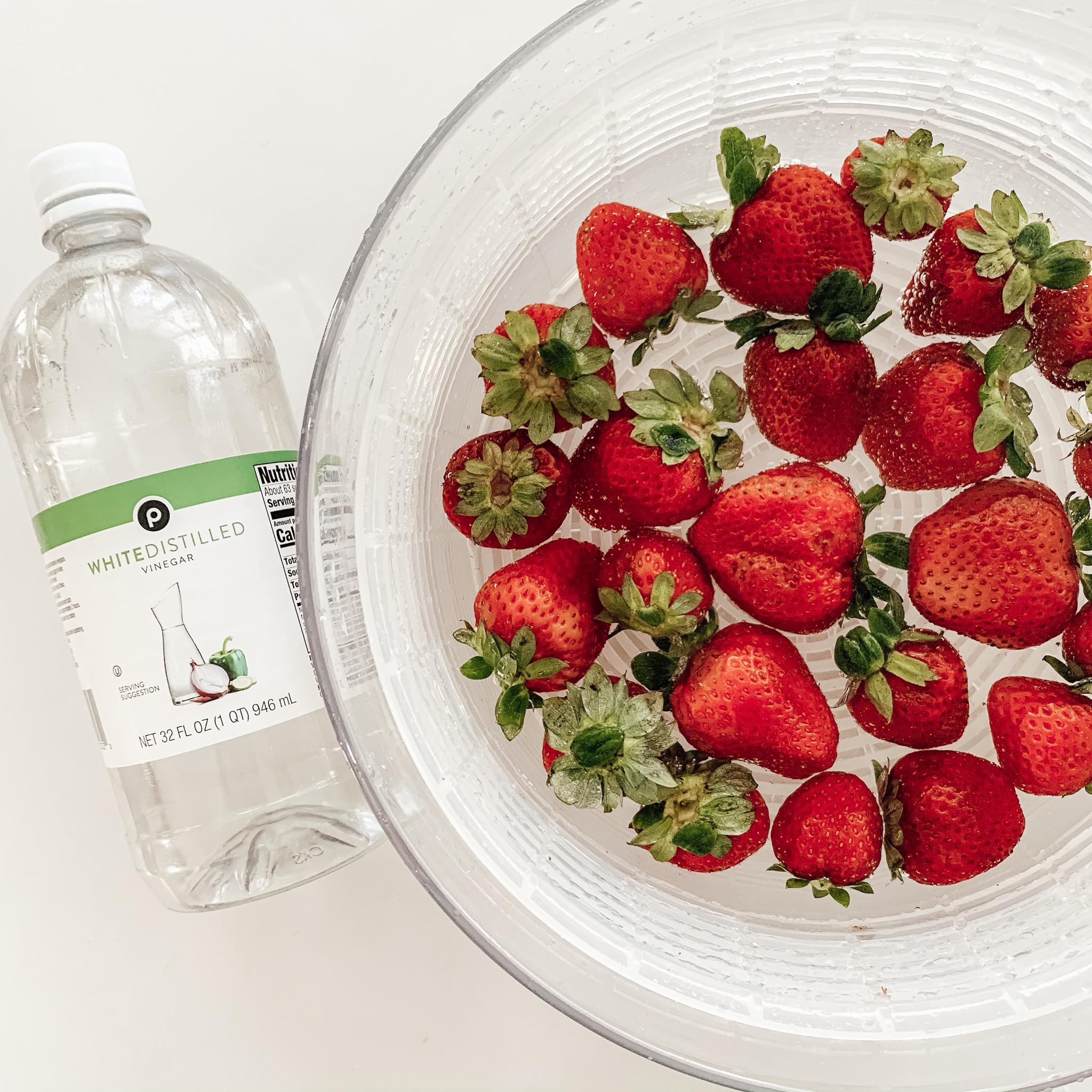 washing strawberries in distilled white vinegar